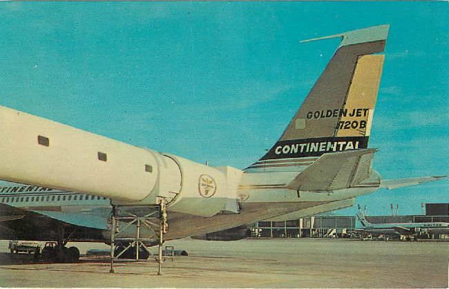 Continental Airlines Postcard-Golden Jet 720B at Chicago Intern.