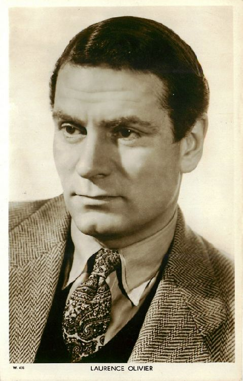 Laurence Olivier - No. W 438 Postcard