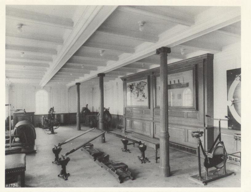 The gymnasium on the Titanic (1912)